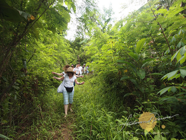 A little hike to one of the families at Baranggay Maningisda